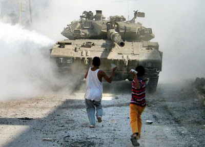 Israeli Tank be confronted by children